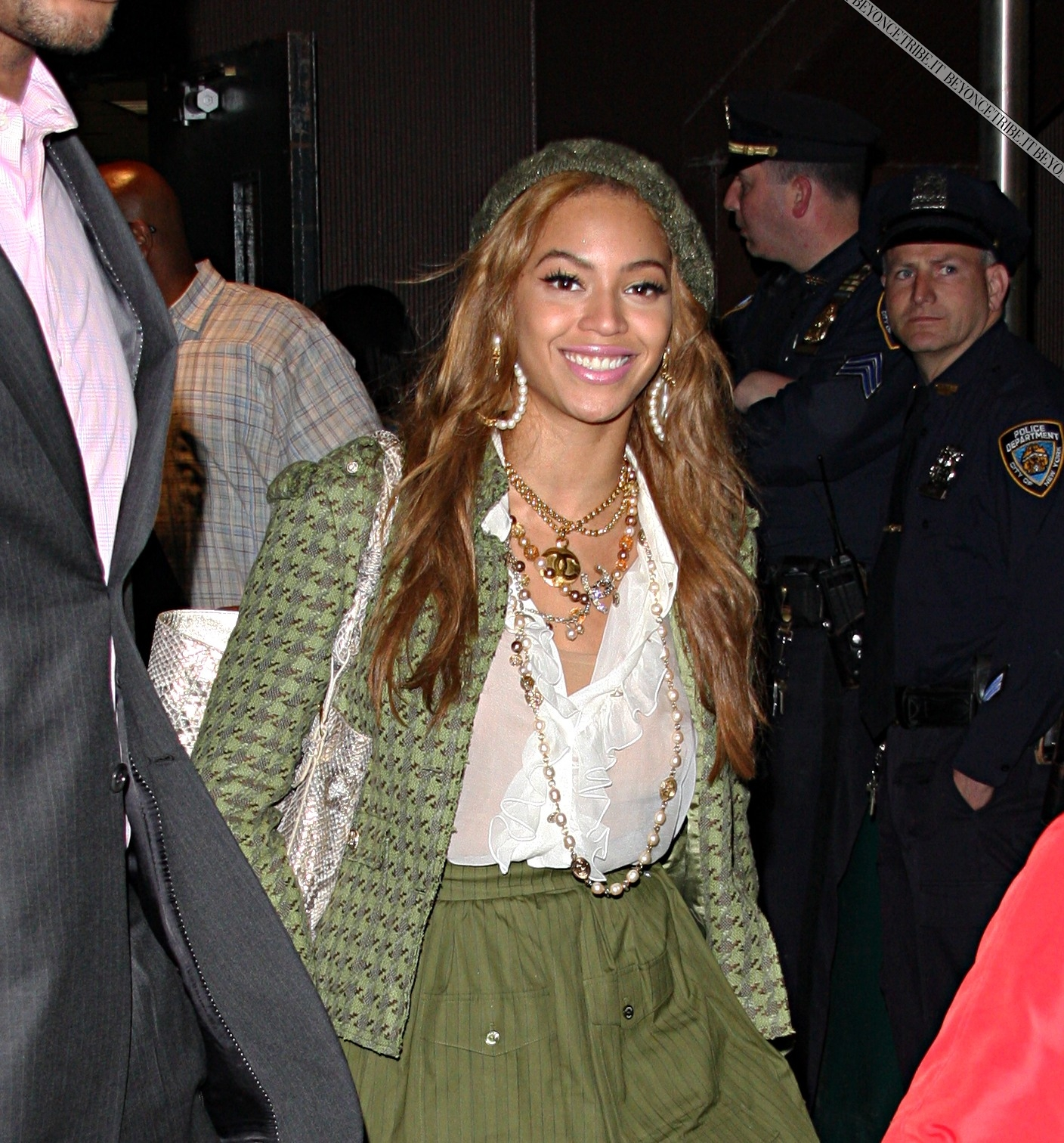 16964_Beyonce_Knowles_leaves_Madison_Square_Garden_CU_ISA_130508_2_122_1158lo