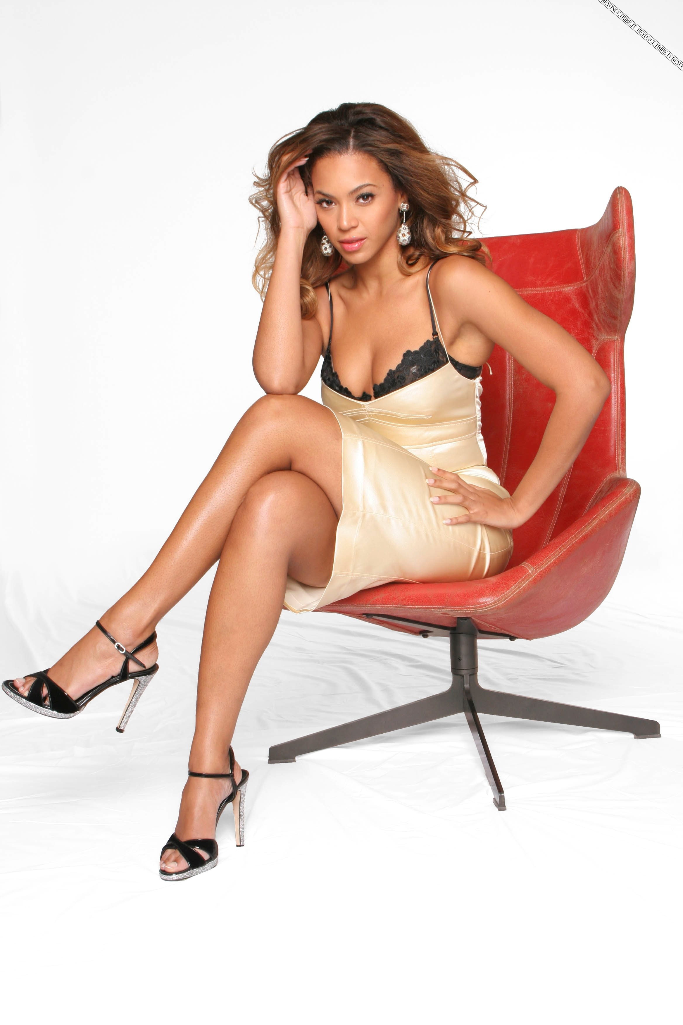 36409_Beyonce_Knowles_Jason_Fraser_Shoot_05_122_219lo
