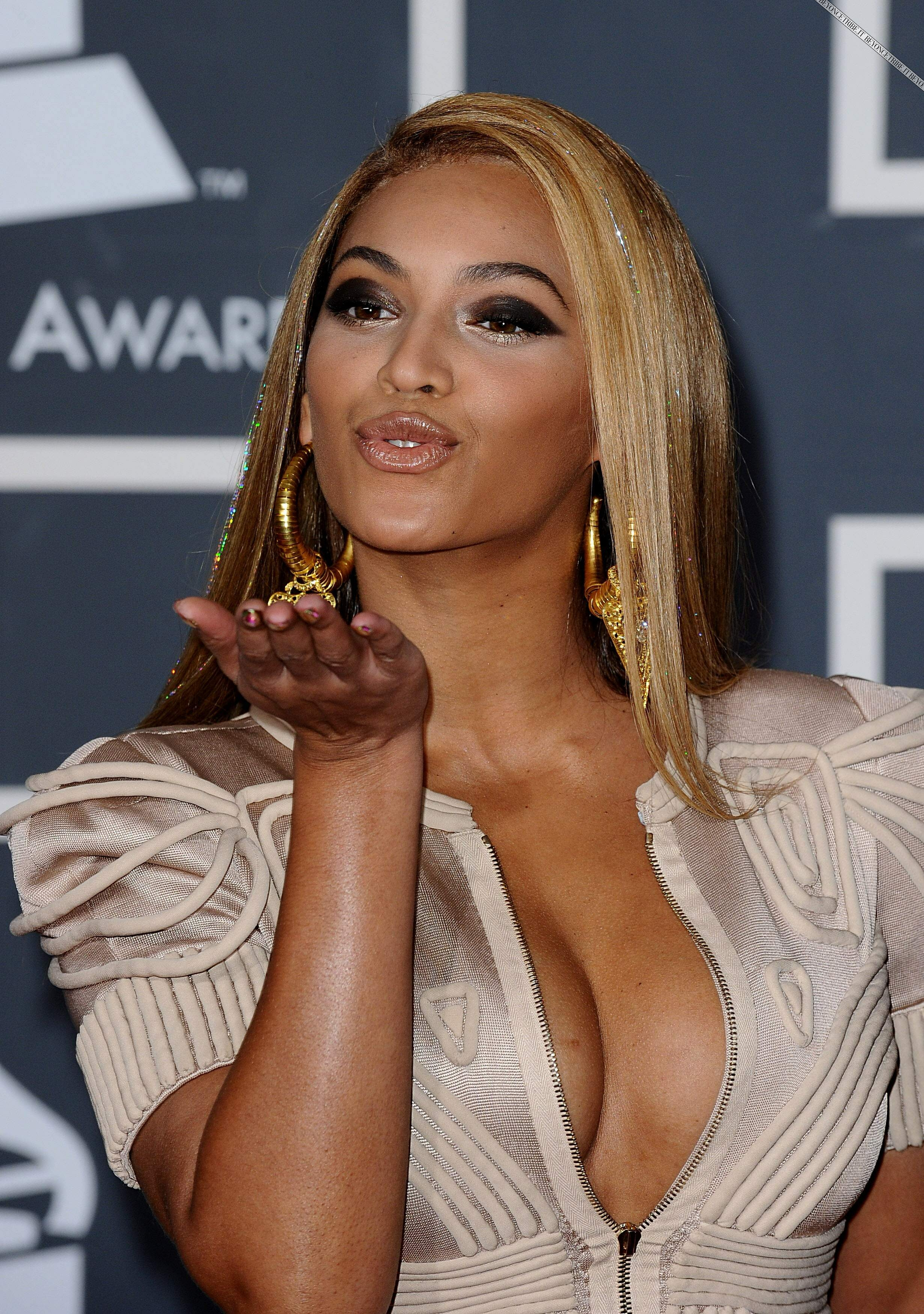 Beyonce_GRAMMY_awards560