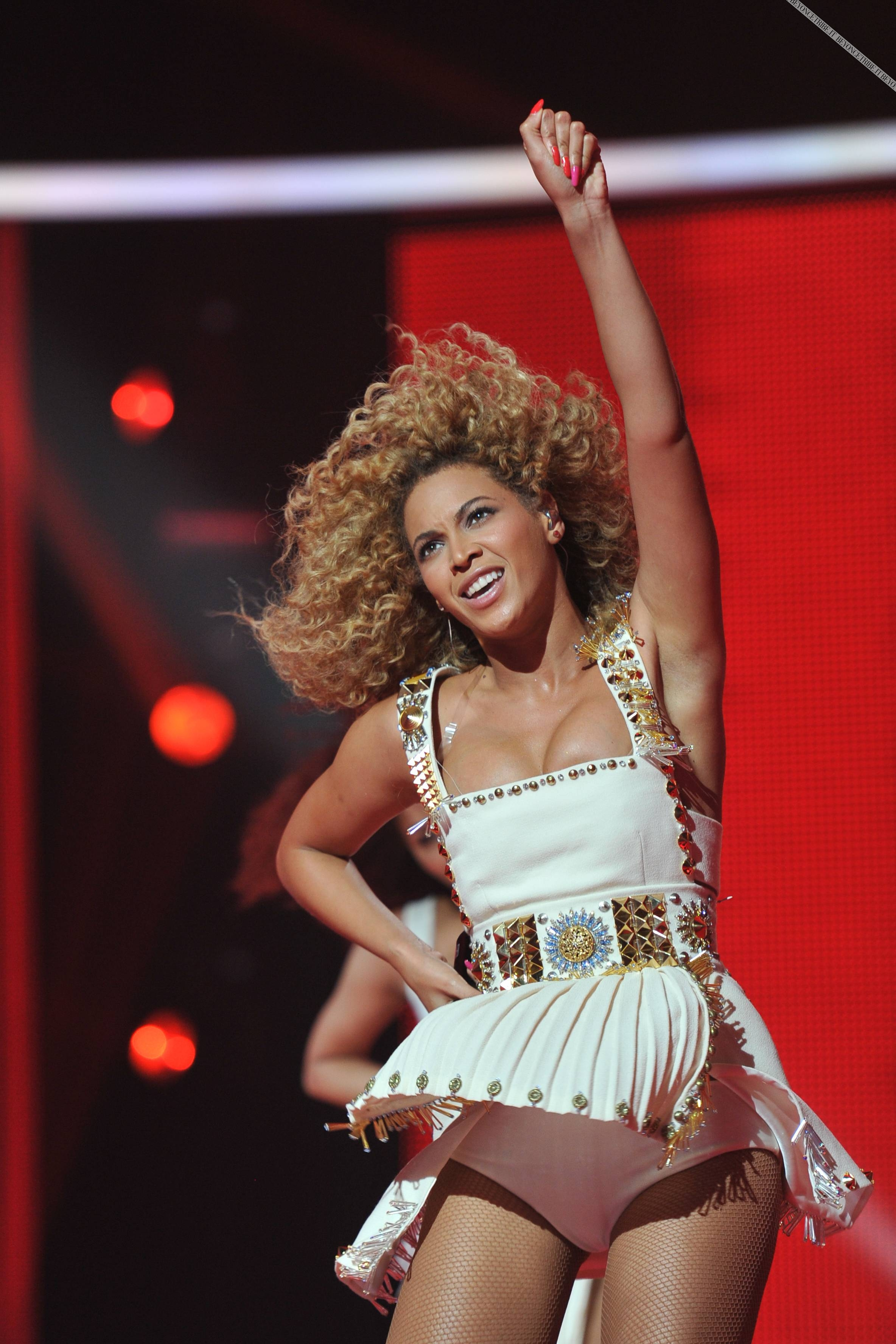 Beyonce_at_XFactor_France_J0001_024