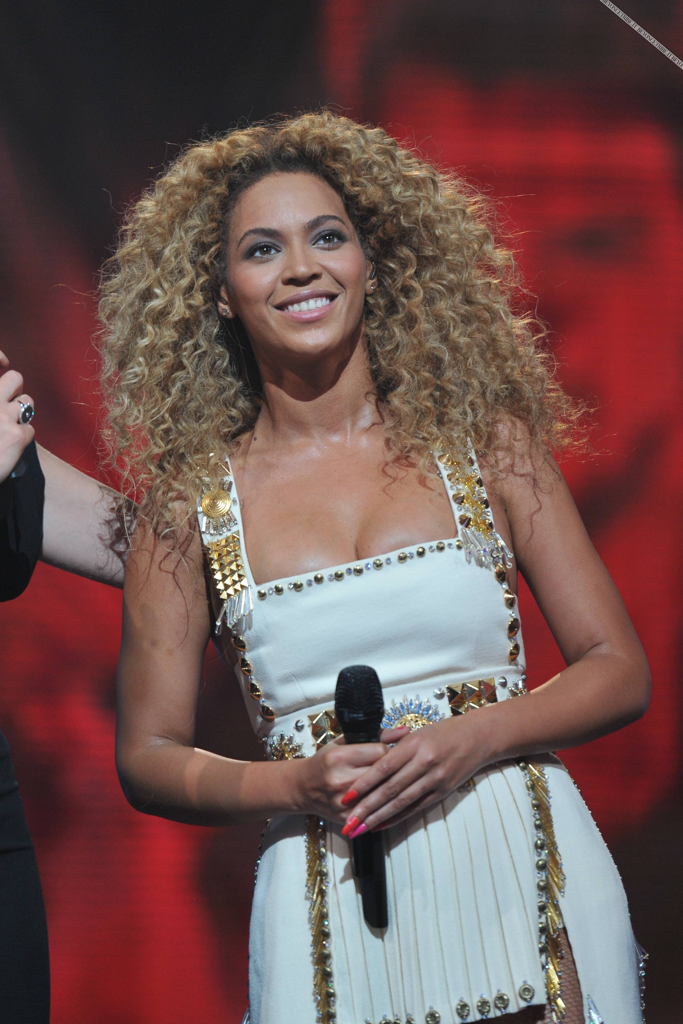 Beyonce_at_XFactor_France_J0001_028