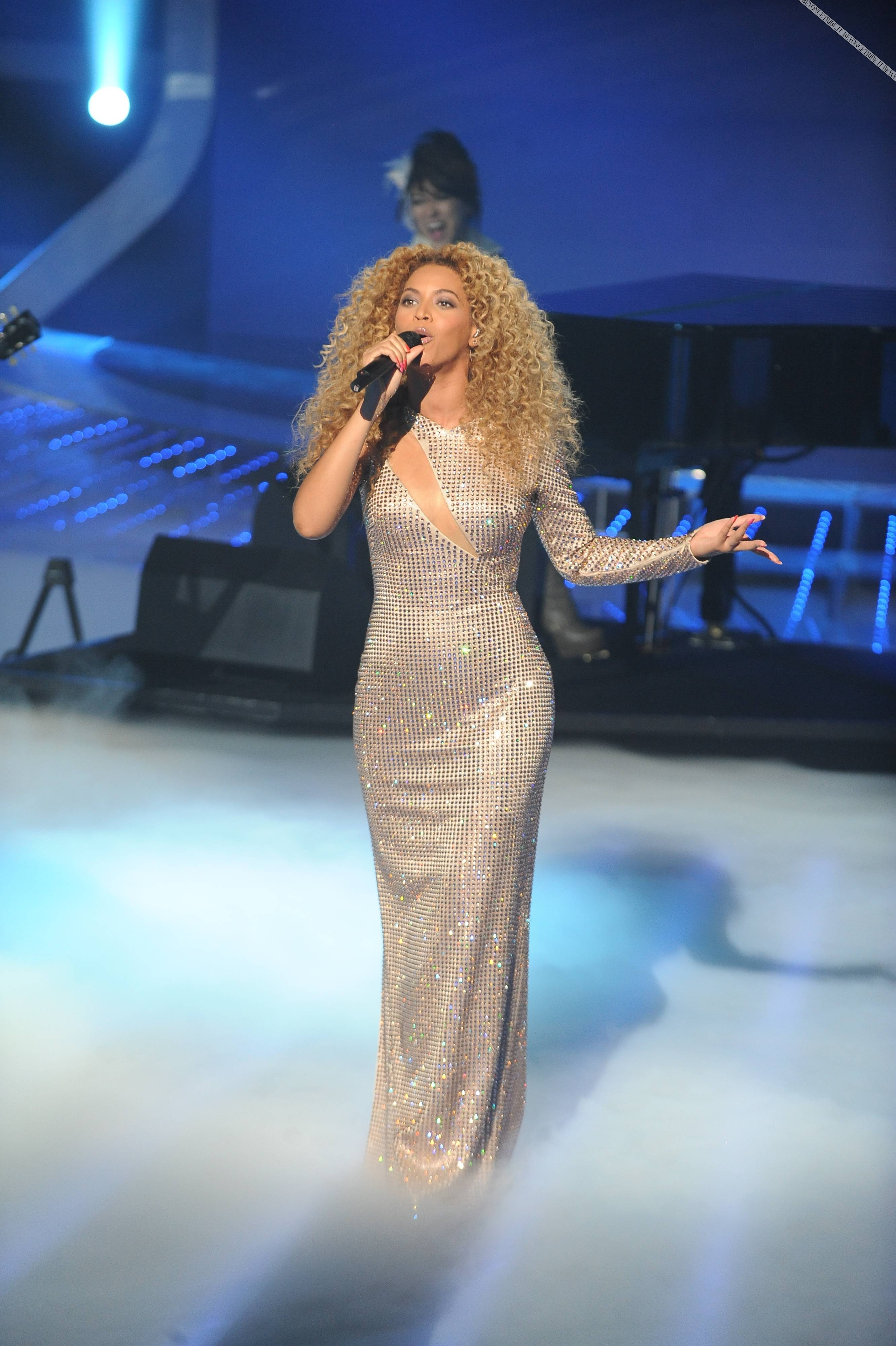 Beyonce_at_XFactor_France_J0001_051