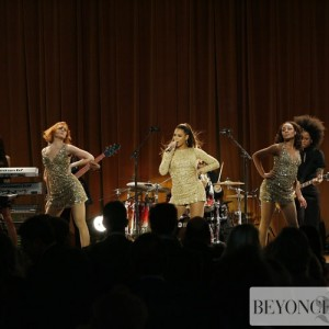 Beyoncé At 14th Annual Saks Fifth Avenue's Unforgettable Evening 10 Feb 2009