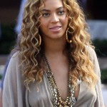 beyonce-knowles-braless-candids-in-italy-03-2200x3151