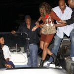 beyonce-knowles-braless-candids-in-italy-11-2200x1671
