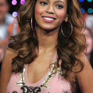 Beyoncé On TRL Usa 7 Feb 2006 HQ