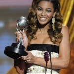 Beyonce performs at the 40th NAACP Image Awards 2009