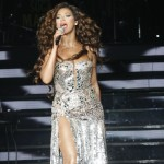 beyonceknowlesinconcertatthetr-12
