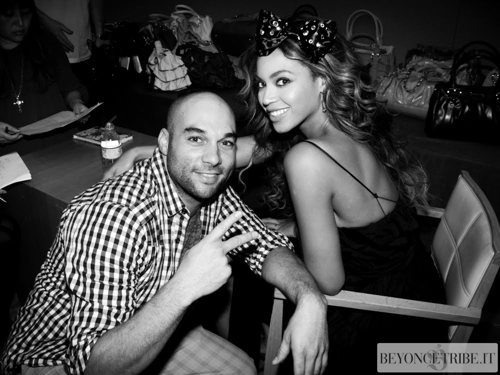 Beyoncé with Photographer Marco Bollinger on the set photoshoot Samantha Tavassa 2009