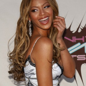 Beyonc on VH1 DIVAS DUETS - Las Vegas 22 MAY 2003