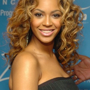 Beyoncé At Entertainment Industry Foundation's Colon Cancer Benefit event - NY 24 April 2004