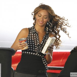 Beyoncé on The Feeding America Show Your Helping Hand Campaign at Madison Square Garden - NY 22 June 2009