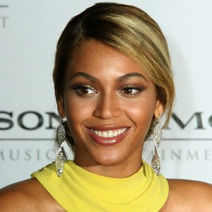 Beyoncé arriving at Sony Music/BMG Grammy Awards After Party 2008 HQ