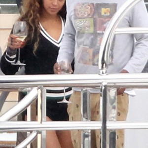 Beyoncé, Jay-Z and Blue take  Mediterranean cruise! 4 - 09 - 2012