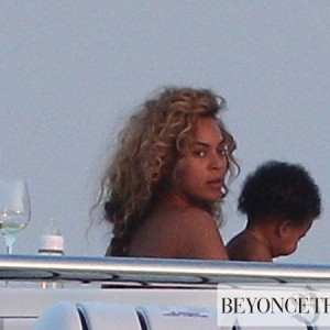 Beyonc ,Jay-Z &amp; Blue take  Mediterranean cruise - 7 sept 2012