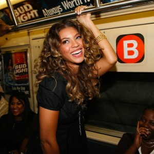 Beyonc riding The NYC Subway on way to CD Signing at J&amp;R Express - 8 Sept 2006