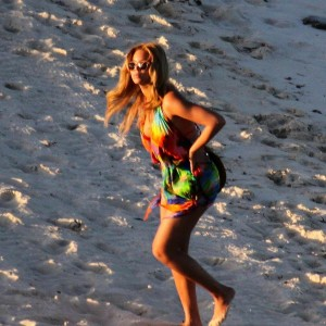 Beyoncé & Jay-Z at Carribbean beach 27 Febr 2011 -24