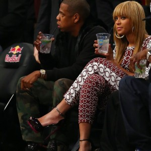 Beyonc and Jay-Z spotted at the Nets game 3 nov 2012-15