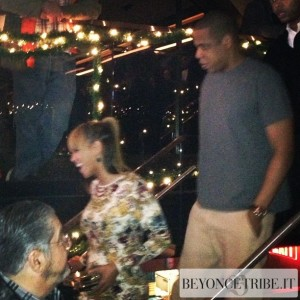 Beyoncé stepped out in New York to assist Solange performance 11 dec 2012-4