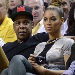 Beyonc e Jay-Z watch a NBA basketball game between the Atlanta Hawks and Miami Heat in Miami, Florida, December 10, 2012-11