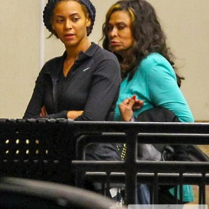 Beyoncé and her mother Tina arrive for Super Bowl rehearsal last week in New Orleans jan 2013-3