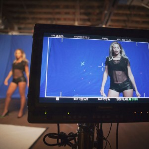 "Beyoncé behind the scene of Pepsi ""Mirrors"" commercial - 2013"