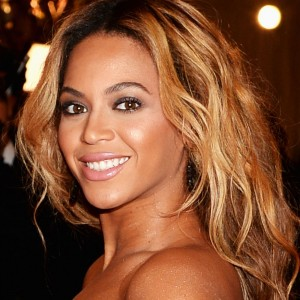 Beyonc arrives on red carpet of MET Gala 6 may 2013