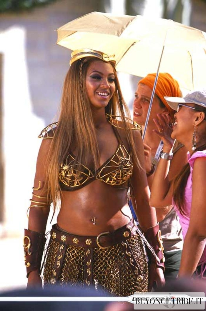 Beyonce >> 12 Beyoncé on the set of Pepsi Gladiators commercial – Rome-Italy 22 sept 2003 | Beyoncé Tribe ...