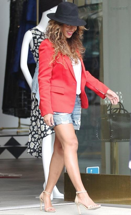 11banner Beyonce -spotted-Shopping-at-Alice-Olivia-in-West-Hollywood-30-jan-2015